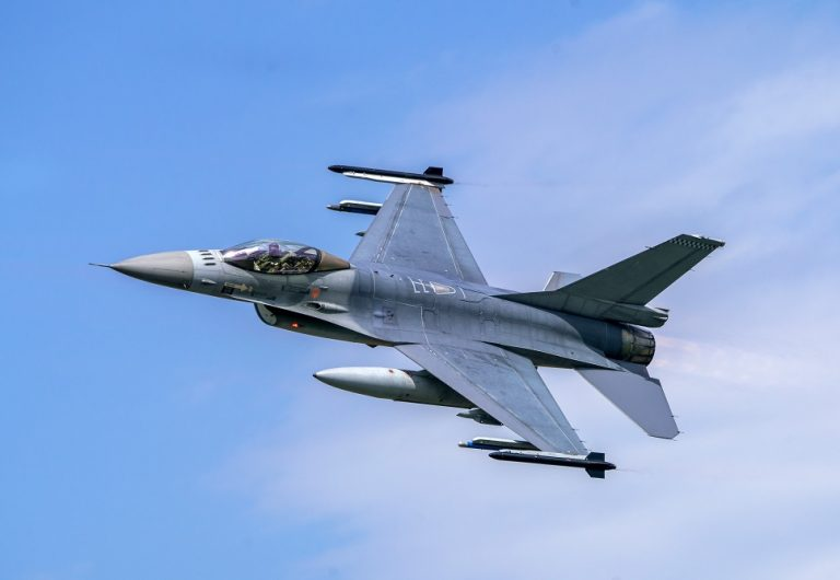 Military,F16,Fighter,Jet,Close,Up,Flying,Through,The,Air.