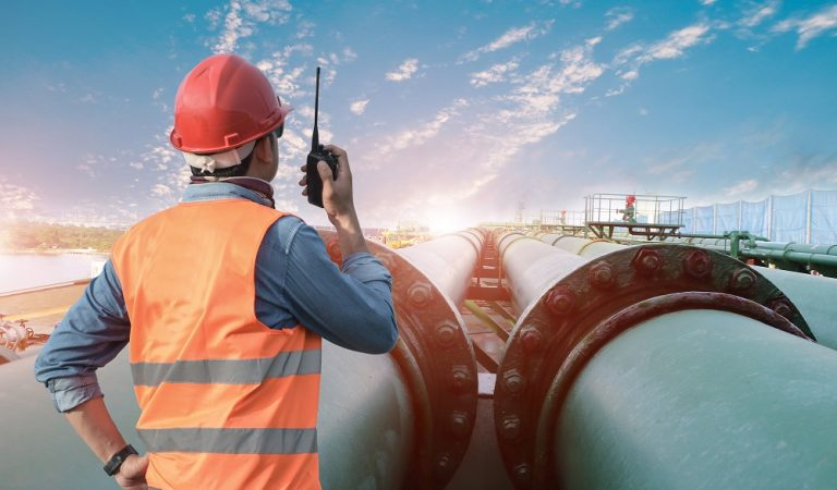 Engineer,Worker,In,Oil,Refinery,Discussion,And,Pointing,For,Inspection