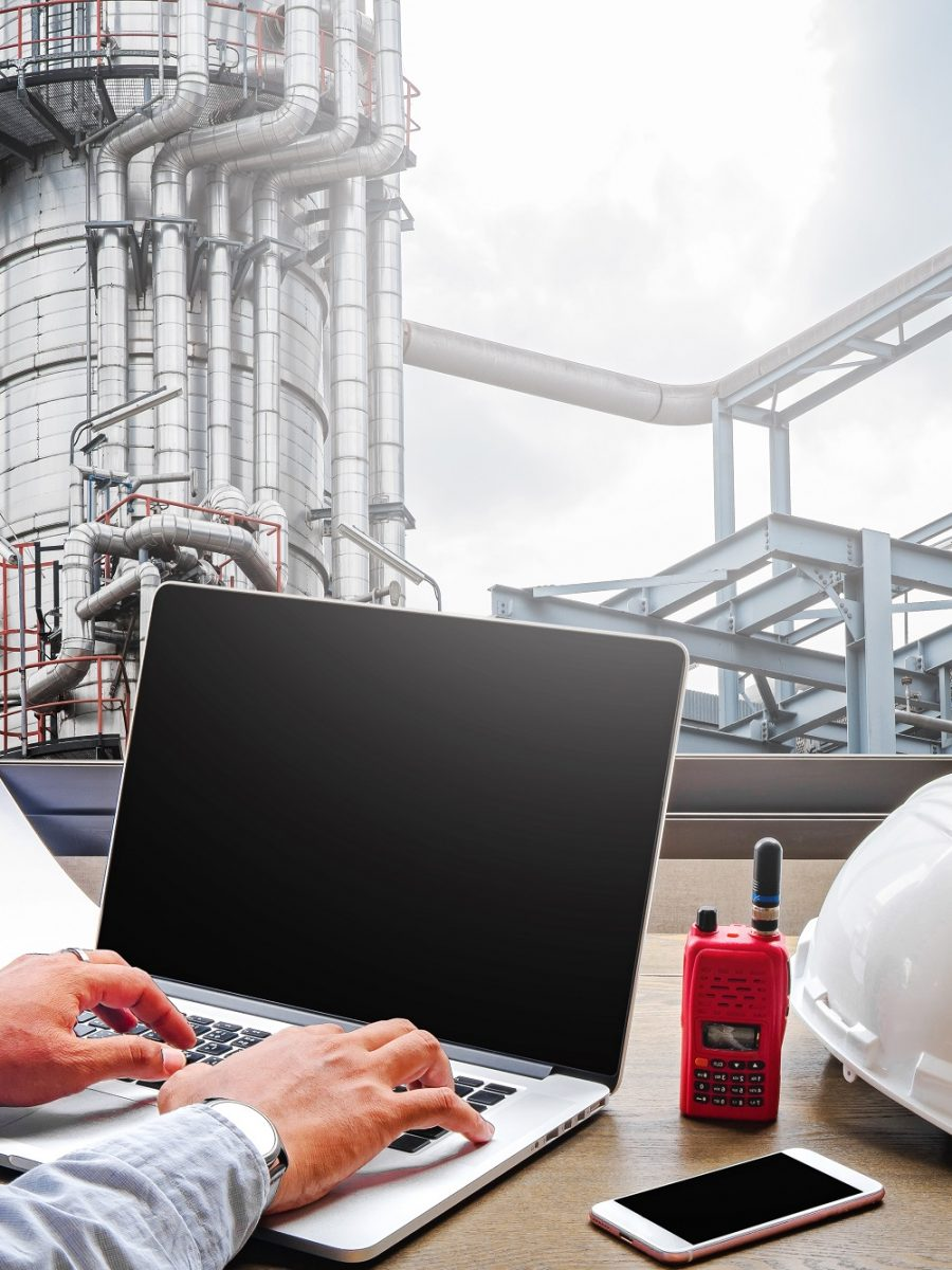 Engineering,Industry,Concept,In,Office,With,Oil,And,Gas,Industry,refinery